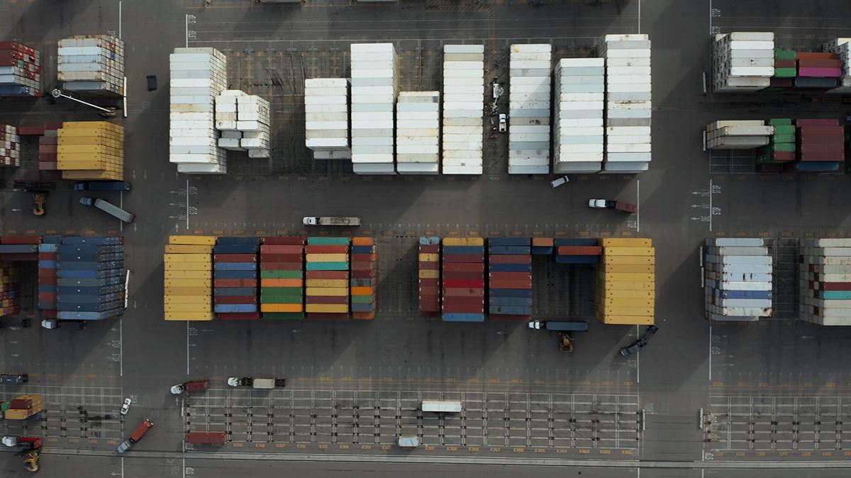 Vista aérea de cargas de camiones