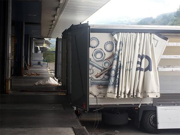 Un camión Eceiza listo para ser cargado